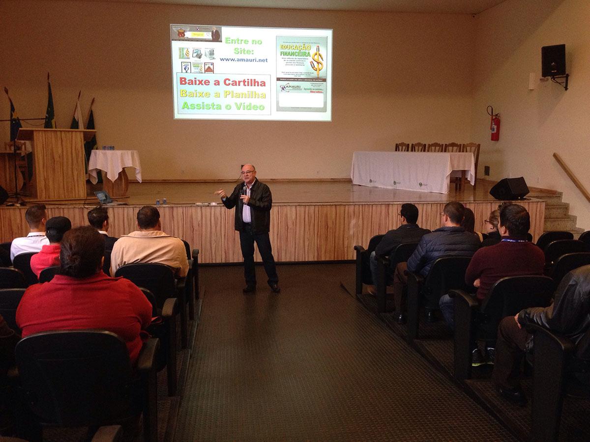 Colaboradores da Pérola participam de palestra sobre educação financeira
