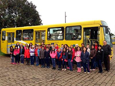 Alunos da Escola Benedita dos Santos recebem informações sobre o transporte coletivo