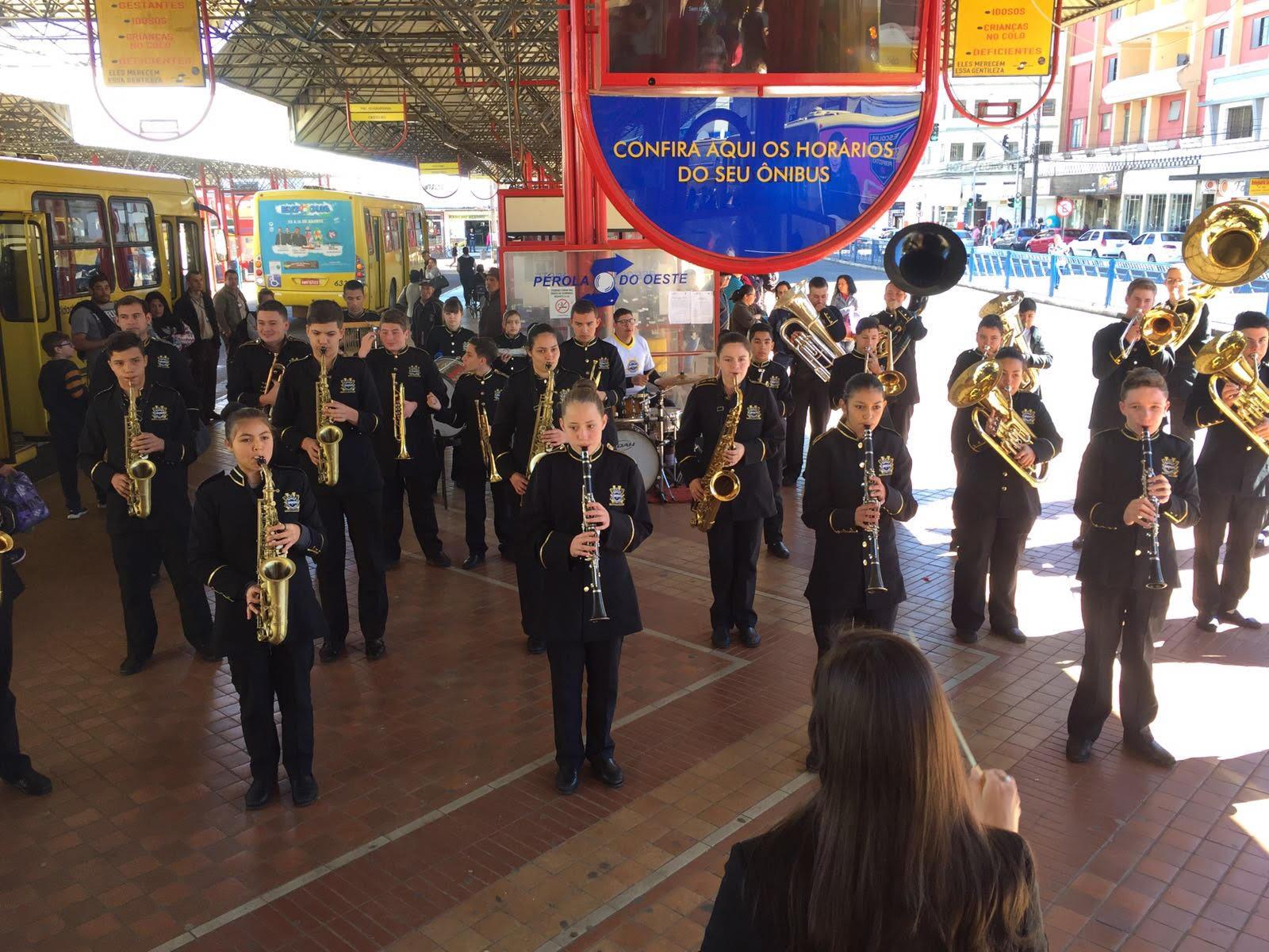 Momento Cultural – Banda Municipal encanta passageiros no Terminal da Fonte